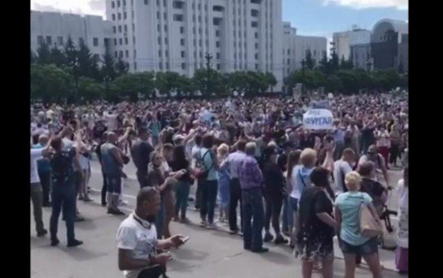 Митинги в Хабаровске: люди поддерживают арестованного губернатора Сергея Фургала