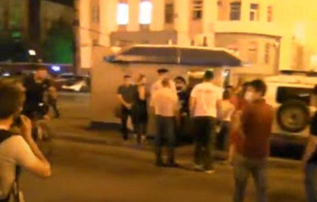В Хабаровске митингующие отстояли задержанного полицией парня