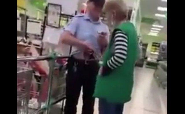 В Балашихе пьяный полицейский пытался украсть из магазина две бутылки спиртного