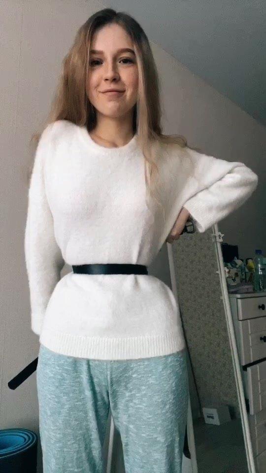 Лина Sunspot— девушка-блогер, многие подписчики которой уверены, что она удалила ребра ради талии