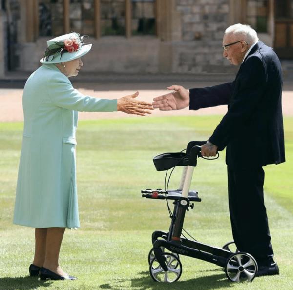 Королева Елизавета II и Томас Мур
