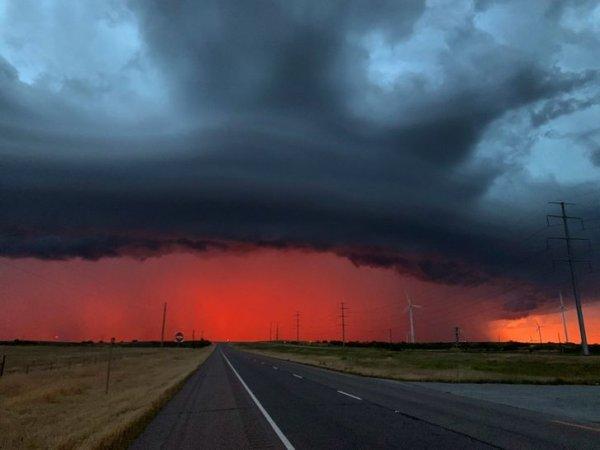 Горизонт выглядит, как минимум тревожно, Техас