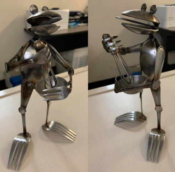 Лягушонок-повар из столовых приборов