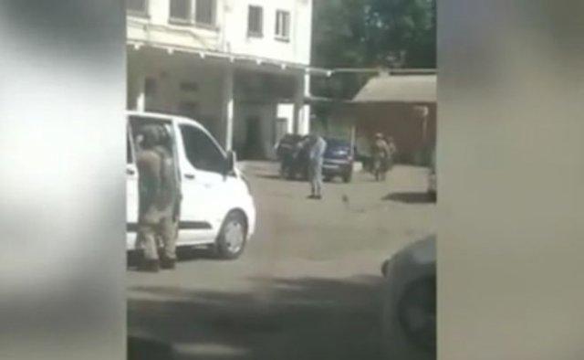В Полтаве мужчина с гранатой взял в заложники полицейского