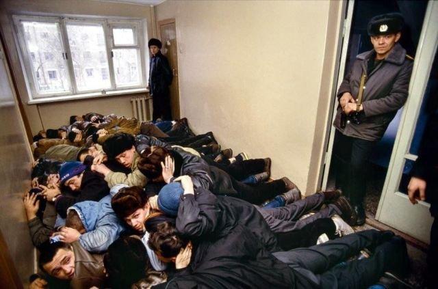 Задержанные преступники из группировки Уралмаш, 1992 год