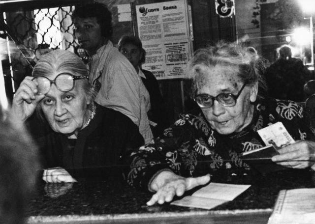 Женщины в Сбербанке, 1998 год