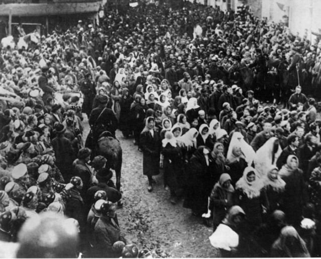 Демонстрация женщин 8 марта
