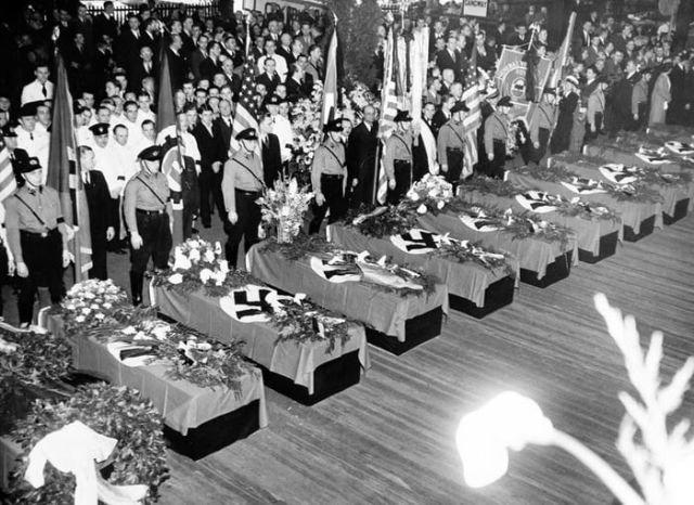Похороны немцев, погибших в результате крушения LZ 129 Hindenburg