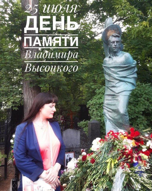 Родственники заменили памятник на могиле Владимира Высоцкого