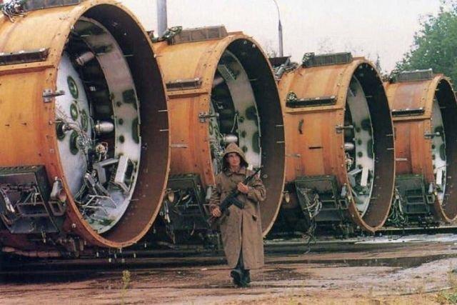 Часовой охраняет баллистические ракеты
