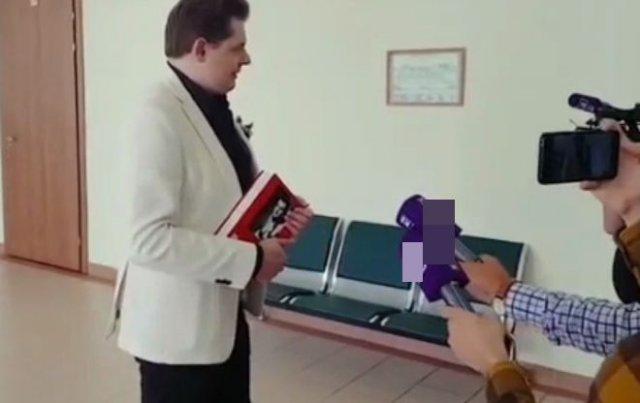 Евгений Понасенков предложил выкупить доцента Олега Соколова и посадить его на цепь