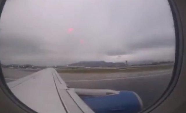 """Что-то """"лишнее"""" отвалилось от самолета при взлете"""