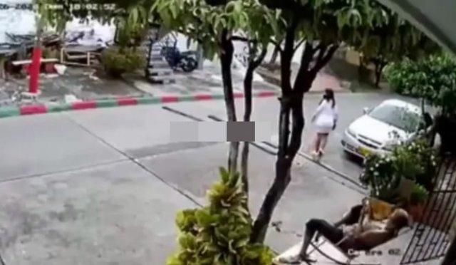 Молодой парень хотел ограбить бабушку, но та дала жесткий отпор
