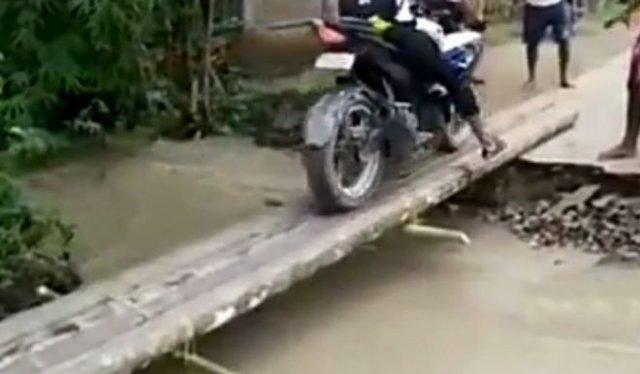 Уплыл вместе с мотоциклом
