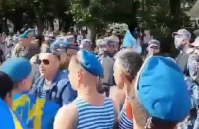 В Москве в Парке Горького десантники устроили драку с бойцами Росгвардии