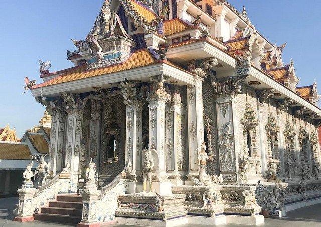 """""""Храм Дэвида Бекхема"""" - одно из самых странных религиозных зданий в мире"""