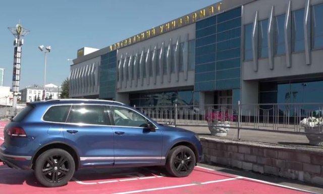 В Казани возле ЦУМа появилась парковка для женщин - многие негодуют