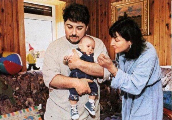 Александр Цекало с супругой Лолитой Милявской и дочерью Евой, 1999 год