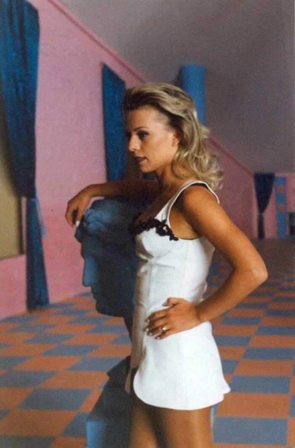 Ирина Салтыкова на съёмках клипа «Серые глаза», 1995 год