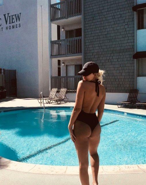 Девушки - вид сзади