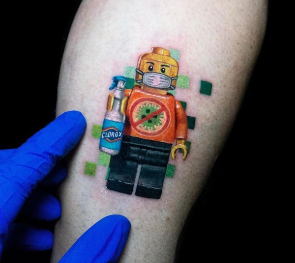 Креативные татуировки в память о коронавирусе