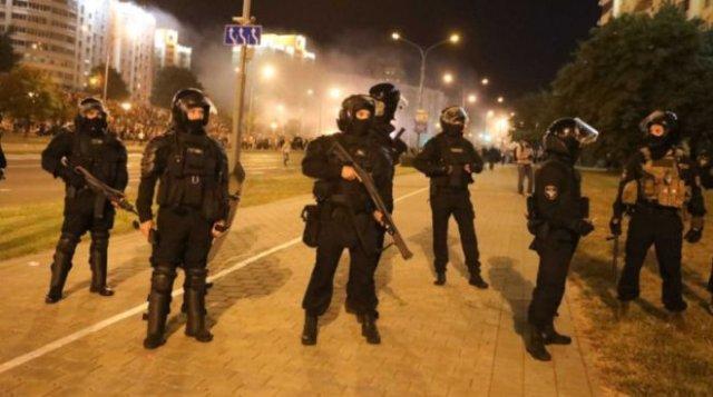 В МВД Белоруссии рассказали, что протестующие чаще пытаются давить машинами милиционеров
