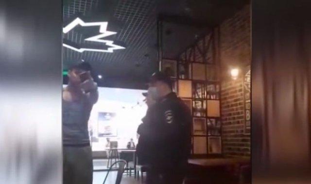 Ведущий MTV Артур Цветков - Vj Archiе - устроил потасовку с нерусским парнем в кафе