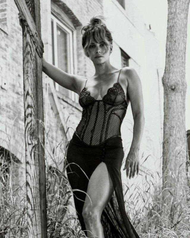"Холли Берри - 54! Девушка Бонда, Женщина-кошка и Шторм из ""Людей Икс"""