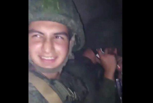 """""""Братик, готов?"""" - """"Да!"""": Белорусские военные снимают видео о том, что им выдают боевые патроны"""