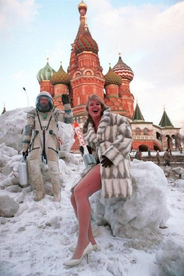 Съемки модели для мужского журнала «Андрей» на Красной площади, 1994 год, Москва
