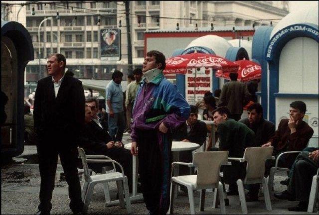 Джентльмены отдыхают в кафе,1993 год.