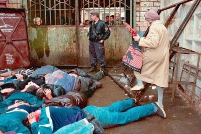 """""""Проверка документов"""". На одном из рынков России, 1994 год."""