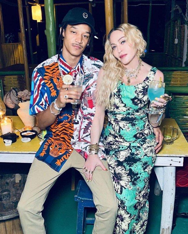 Как Мадонна отмечает день рождения: молодые мужчины, запрещенные препараты и танцы до утра