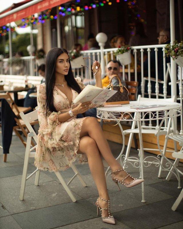 Эротическая фотосессия на фоне Исаакиевского собора возмутила петербуржцев