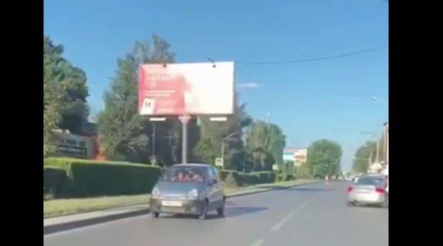 Две пожилые дамы, неудачный разворот и езда задом в Ростове-на-Дону