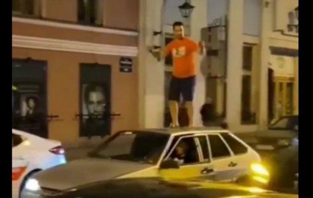 Танцор попался полиции