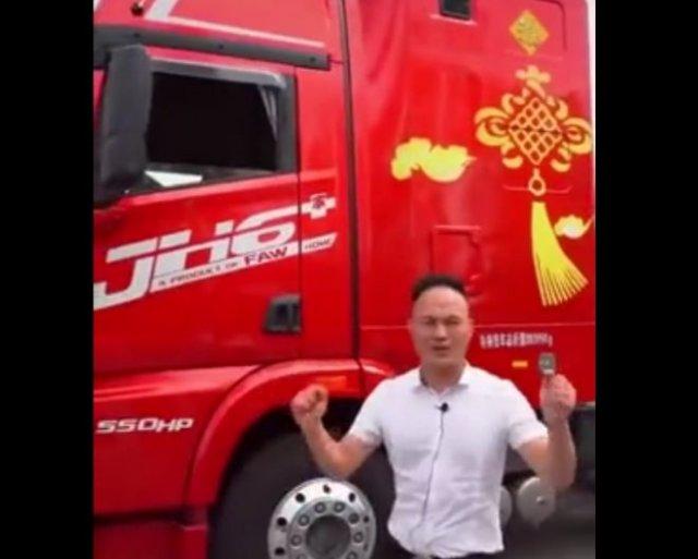 Необычный китайский грузовик, в котором можно жить