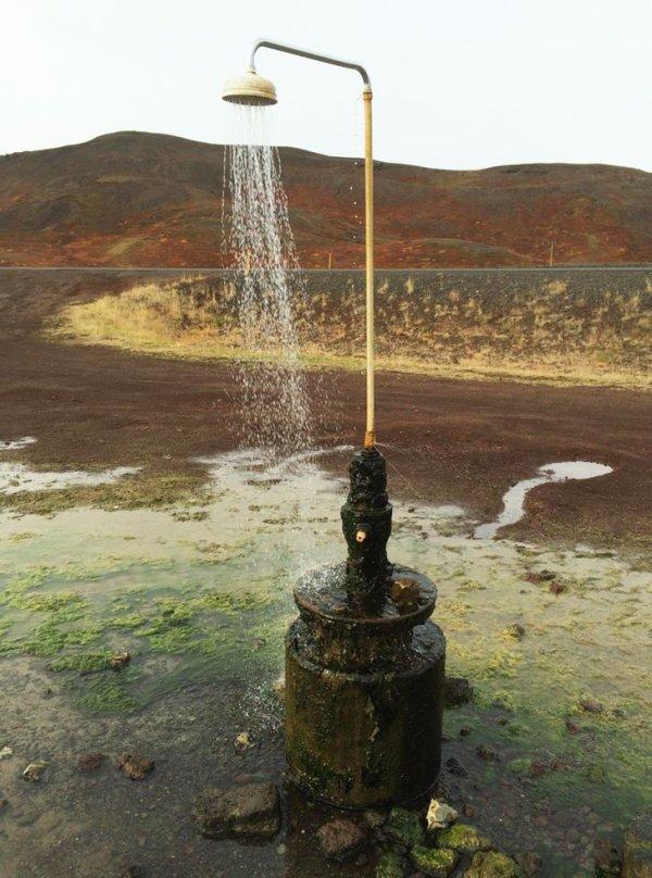 Душ с теплой водой для путников в Исландии