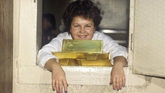 Работник склада драгоценных металлов