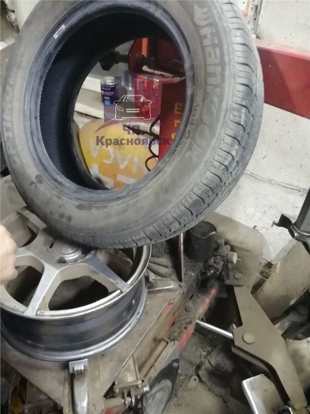 В Канске инспекторы ДПС прокололи колеса авто