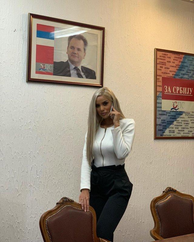 Александра Грозданович - сербская Барби, ставшая лицом социалистической партии Сербии