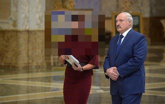 Наталья Эйсмонт в бордовом платье и Александр Лукашенко в синем костюме