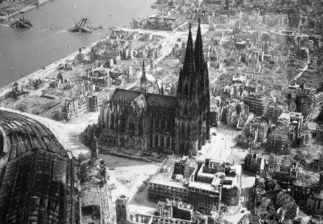Рядом с Кельнским собором взорвалось 14 снарядов во времена Второй мировой. Но он не разрушился.