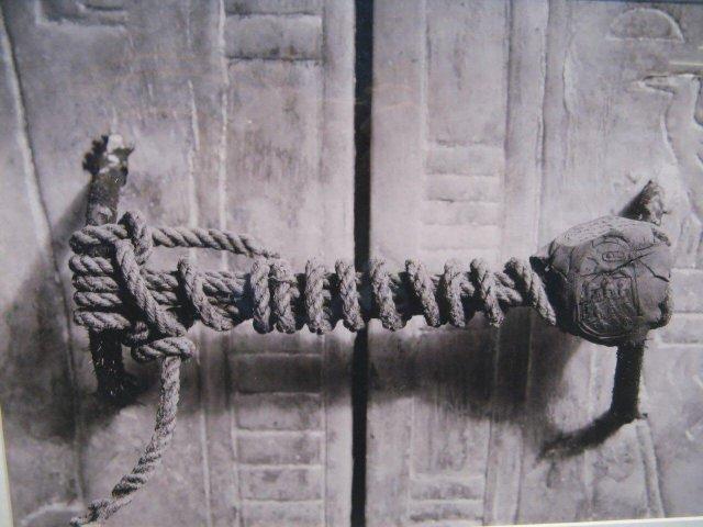 Печать на входе в гробницу Тутанхамона (оставалась нетронутой на протяжении 3245 лет), 1922 год.