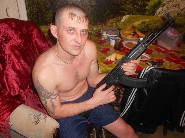россиянин с автоматом