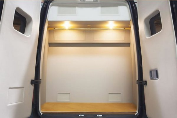 Багажный шкаф с вешалкой
