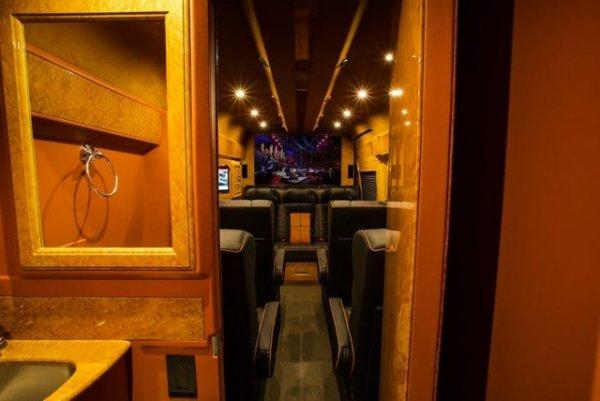 Салон фургона Lexani
