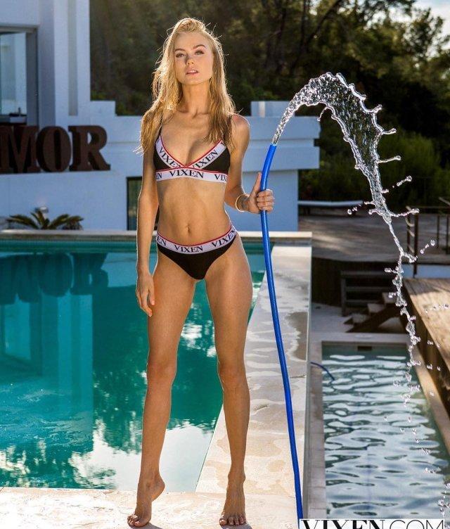 Мая Коноваленко (Nancy Ace) для студии Vixen около бассейна