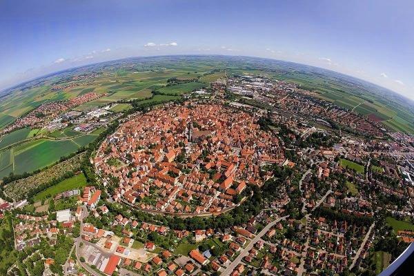 Немецкий город Нёрдлинген построили внутри метеоритного кратера