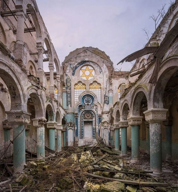 Синагога была полностью заброшена в 1994 году